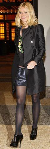 Kim: Gwyneth Paltrow  Ne Giyiyor: Matthew Williamson Nerede: MTV'nin TRL stüdyosuna giderken